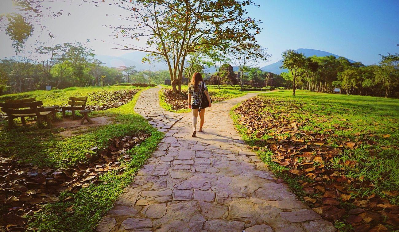 Left or Right? 🚶♀️ Vietnam Direction Walking ElenaLakwachera Phaultography