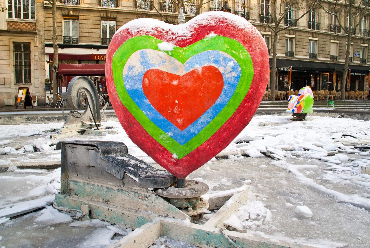 Brunnen City Cold Temperature Day Fontaine Jean Tinguely Paris Heart Shape Heart ❤ Herz Kunst No People Outdoors Skultur Snow ❄ Winter Winter