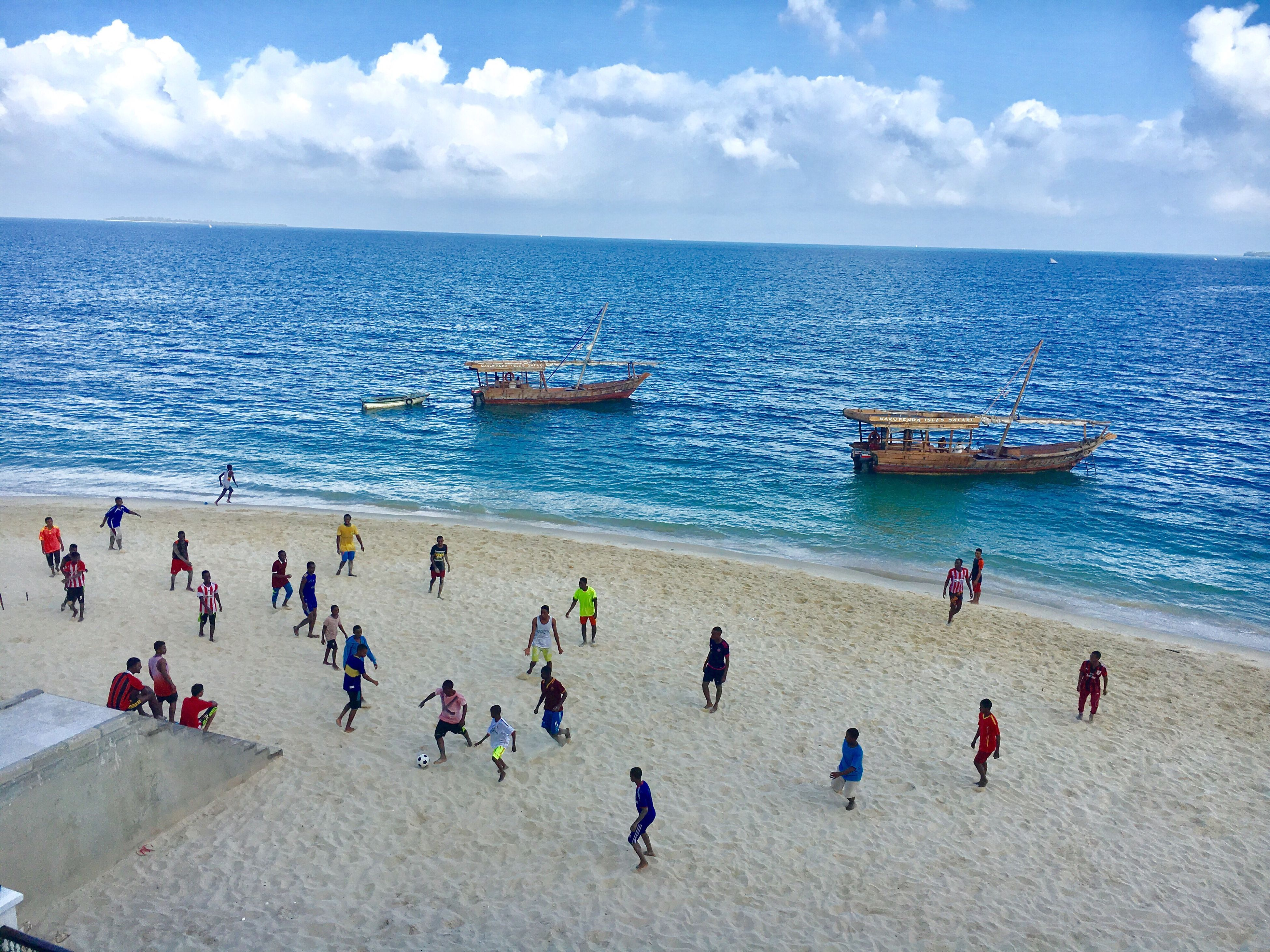 sea, beach, large group of people, sky, real people, water, leisure activity, sand, horizon over water, shore, enjoyment, nature, cloud - sky, outdoors, beauty in nature, vacations, lifestyles, scenics, day, women, nautical vessel, men, people, adult