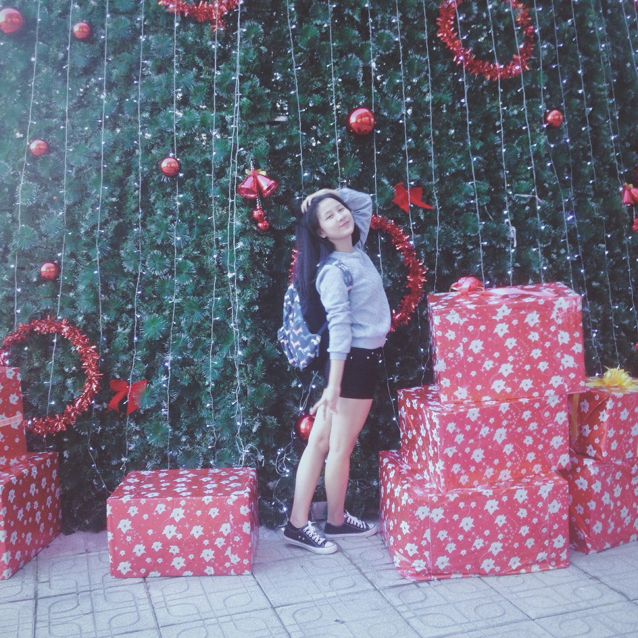 🎄 Christmas Tree Christmasiscomingsoon Winterstyle Iphonegraphy Takenbyiphone Outfit VSCO Danangcity Vincomcenter Showcase: December