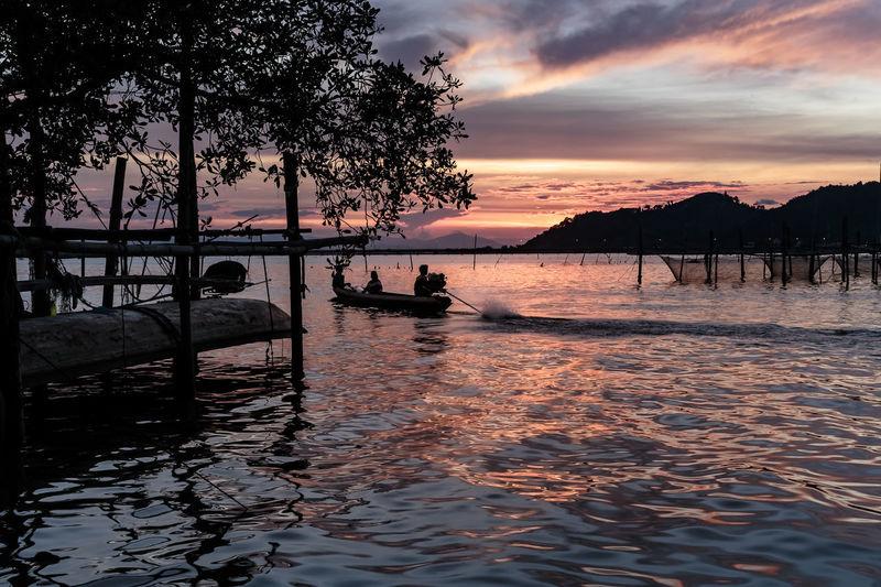 ASIA Nature Sunlight Twilight Landscape Lifestyles Slihouettes Songkhla Songkhla Lake Sunrise Sunset