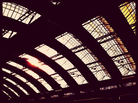 sunshine at Bhf. Berlin-Ostbahnhof (S) by ÄT-Photo