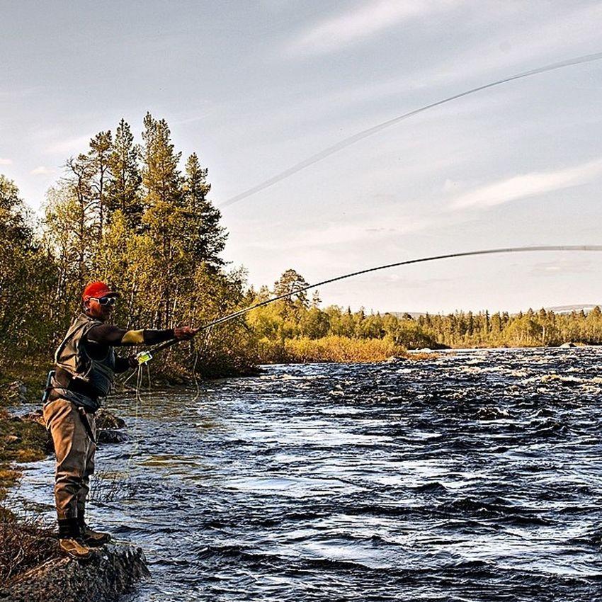 Kolapeninsula North Polar  Russia flycasting flyfishing salmon kitza river water sky