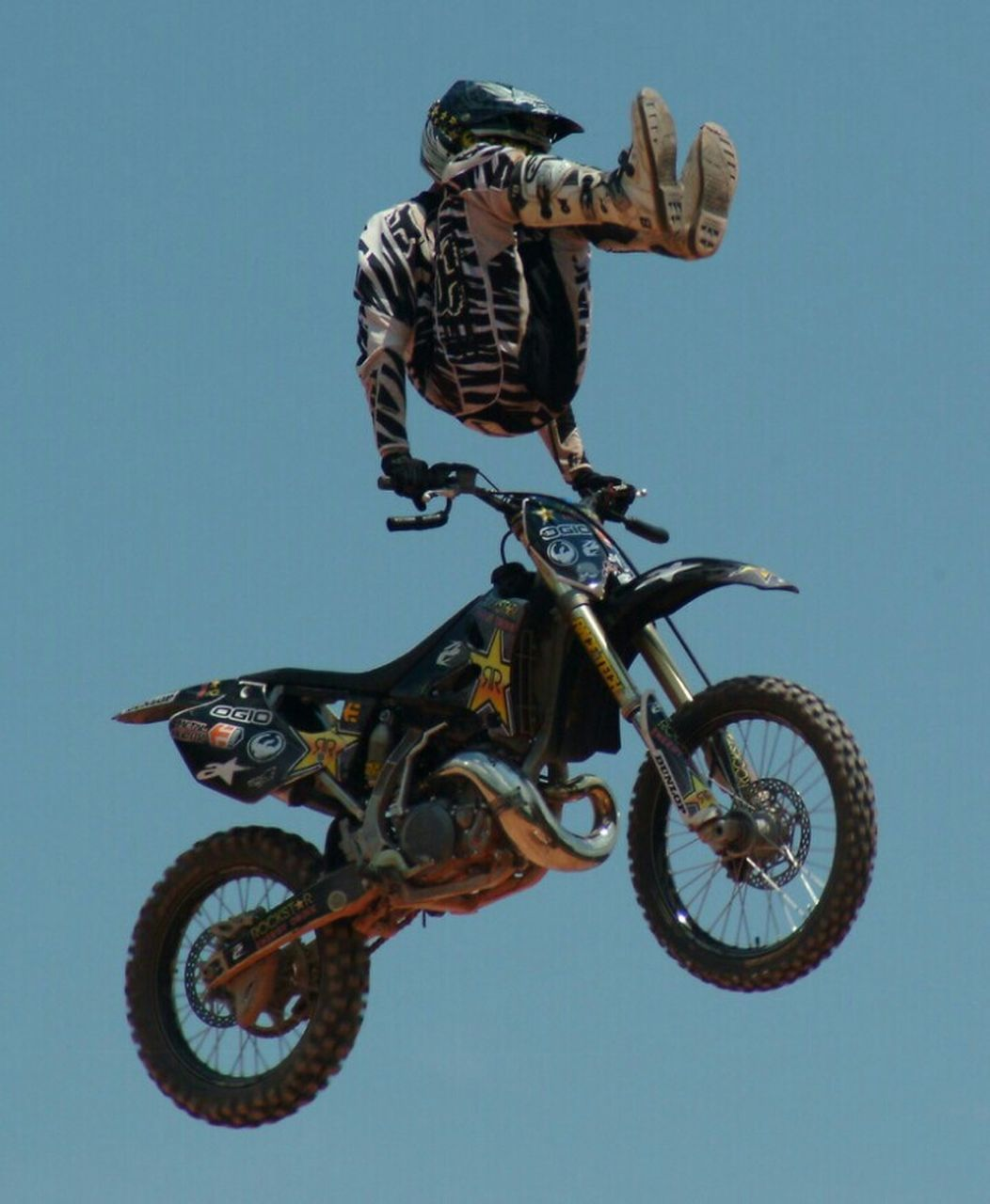 risk, stunt, riding, helmet, danger, bicycle, clear sky, full length, jumping, day, extreme sports, cycling, leisure activity, motocross, outdoors, sport, mid-air, one person, men, adventure, motorcycle, sports helmet, bmx cycling, real people, low angle view, motion, activity, sky, headwear, lifestyles, biker, young adult, stunt person, people