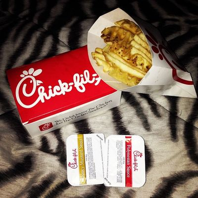 When this gets brought home to me for dinner ? Yummy Yum YumYum Unff  chickfila chicken sohappy happy unfffff fuckyes eating food YES