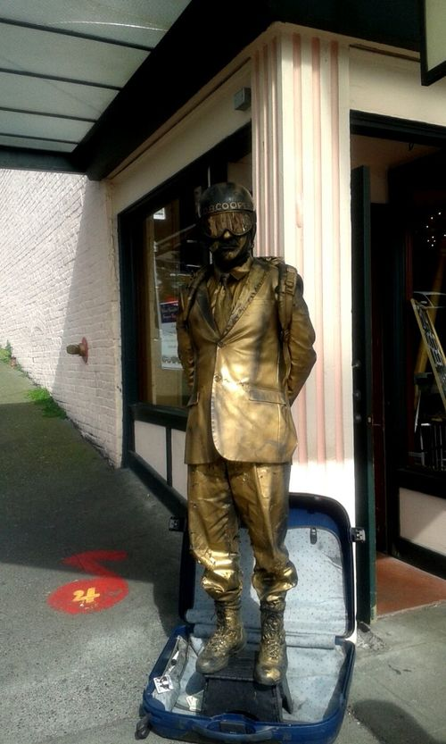 Taking Photos Check This Out Cheese! Human Statue Enjoying Life Cosplay Golden Man Walking Around The City  Urban Photography Walking Around Urbanexploration Pike Place Market Seattle, Washington Cool_capture_ Pacificnorthwest OpenEdit Open Edit Washington State Dowtown PNW Samsung Galaxy Camera PikePlaceMarket SeattleLife Seattle's Best Hanging Out