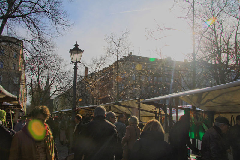 A Berlin Sunday flew market on Arkona Square in Berlin-Mitte. Visit it for a variety of 70th design. A Sunday In Berlin Berlin Berlin Street Markets City Life Everyday Life Escape Flewmarket Streetlife Tresure Hunting Weekend