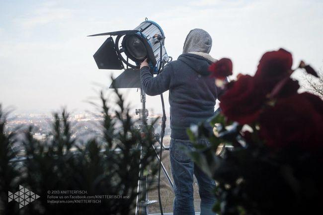 Life on set filmset behind the scenes buissnes woman Director filmmaker mompreneur Setlife knitterfisch Light Knitterfisch