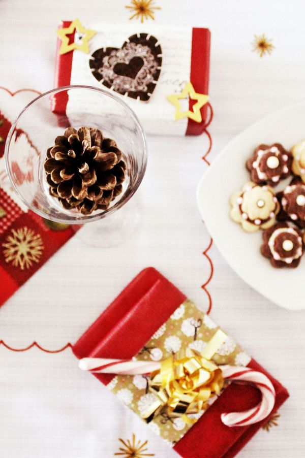 Arrangement Bowl Breakfast Christmas Christmas City Lights Christmas Gift Christmas Gifts Christmas Present Christmas Table Close-up Food Freshness Indulgence No People Plate Ready-to-eat Serving Size Still Life Sweet Food Table Tablecloth Temptation Variation