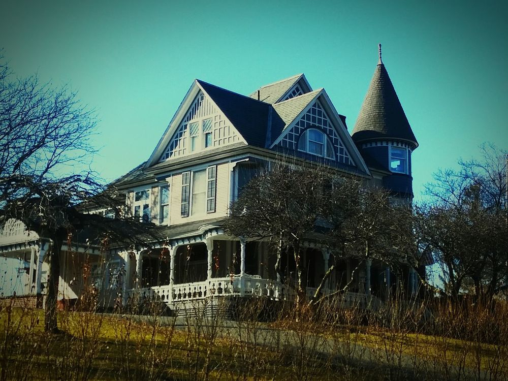Hanging Out Haunted House Hauntedmansion February Showcase Hello World Small Town USA Eye4photography  Massachusetts Eyemphotography Americana Taking Photos Check This Out Through My Car Window Greenfield Ma Lifestyle Photography Eyem Best Shot - Architecture Check This Out February 2016