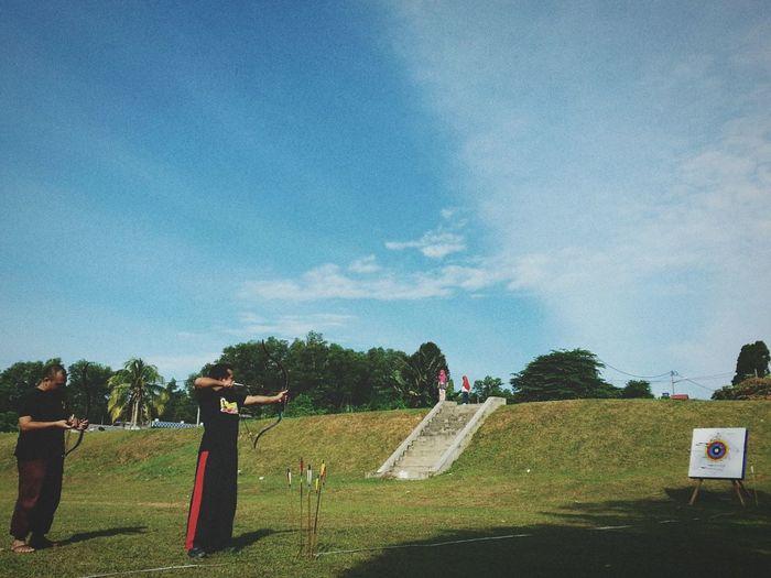 Belajar santai asas dan teknik2 memanah busur tradisional. Hua hua hua next time bleh turun lagi.. besh oooo Archery Traditional Archery Practicing EyeEm Malaysia Hanging Out Phoneography Honor Huawei Relaxing