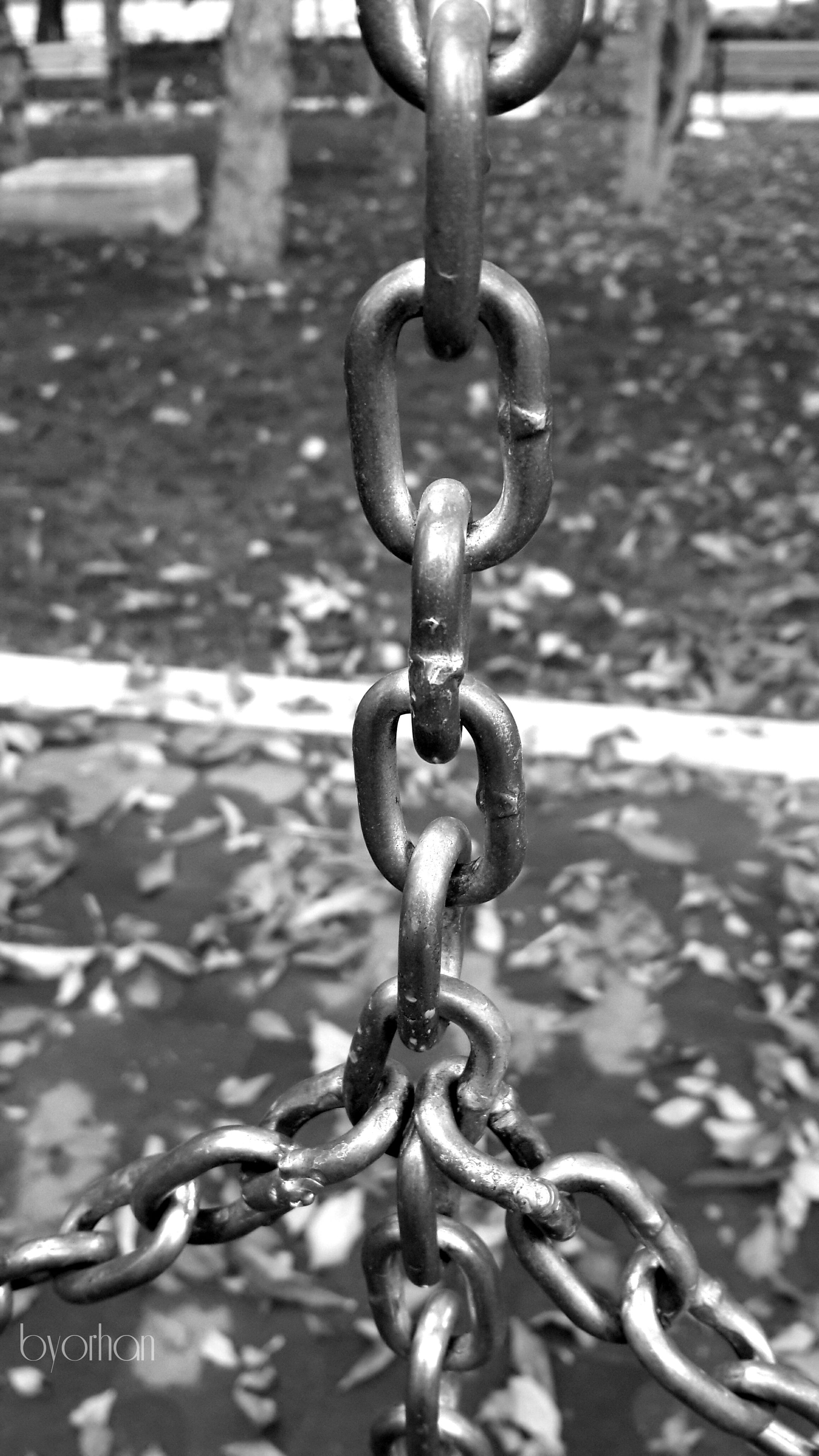 metal, chain, metallic, water, close-up, focus on foreground, protection, safety, security, padlock, strength, rusty, drop, lock, wet, connection, day, outdoors, rain, full frame