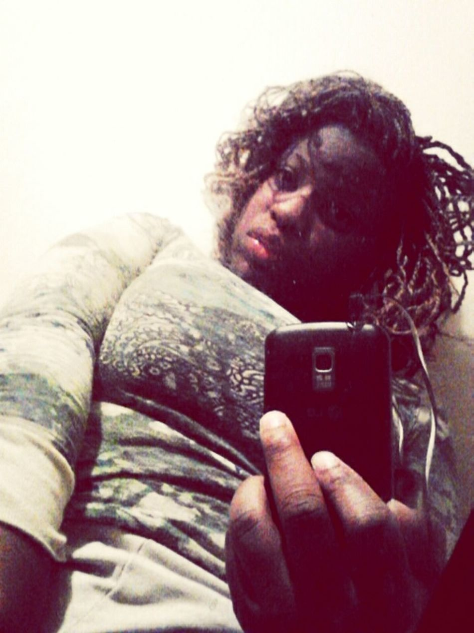 . happy Valentine Day. <3 <3!! Love er'body && be free. love the world. ! <3 Me ..
