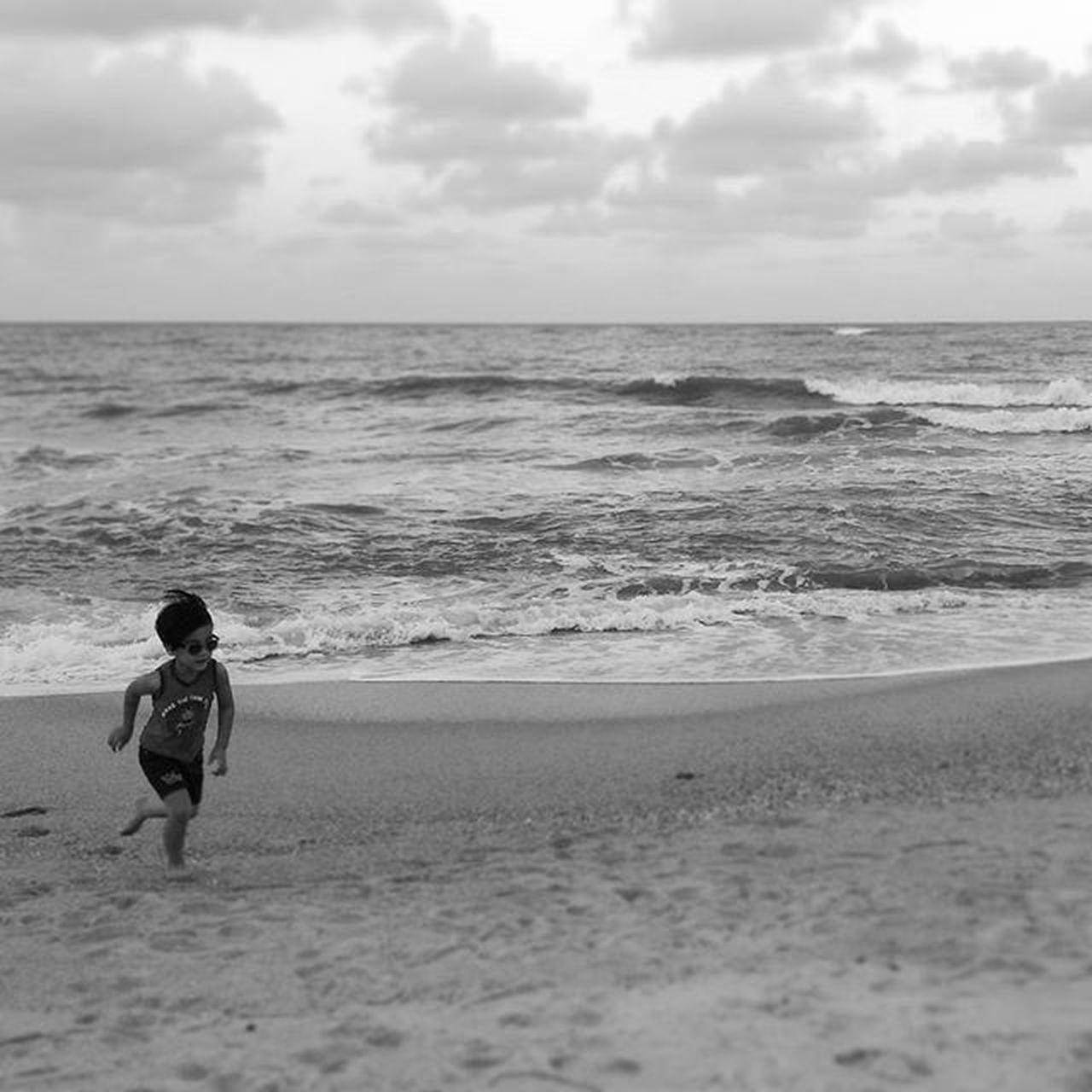Run baby run ! TokJembal Dapopata Terengganu Malaysia Malaysians Beach Kid The Portraitist - 2016 EyeEm Awards