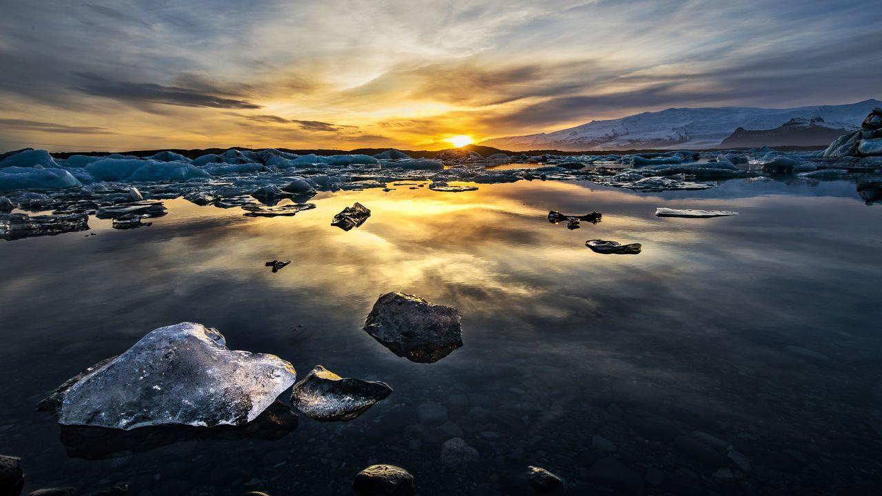 Iceland glacier lagoon sunset