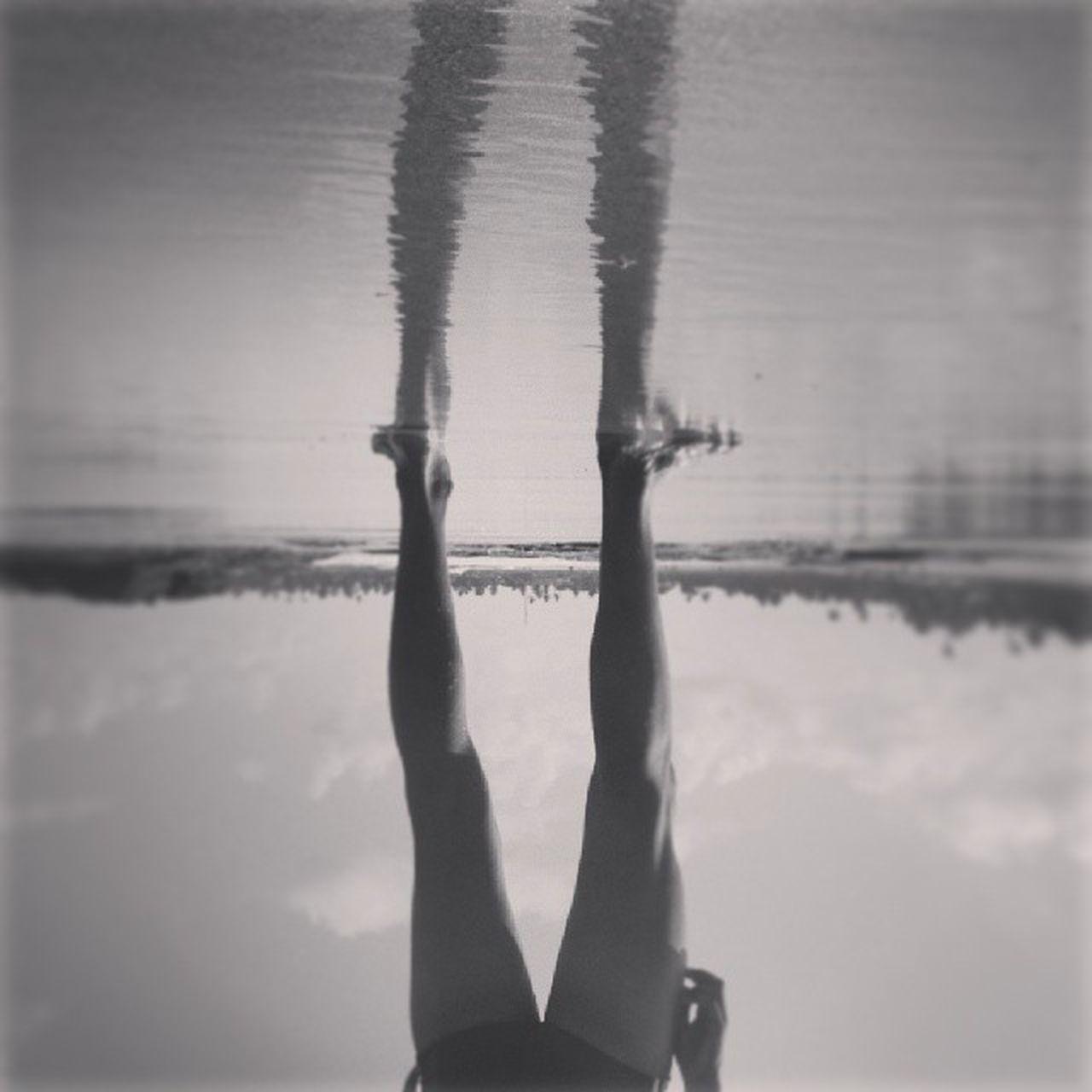 O ambiente nada mais é do que um espelho. Vscocam VSCO Igers Igersbrasil brasilpb baw bw eutonanuvem webstagran amazing mirror beach insta @brasilpb