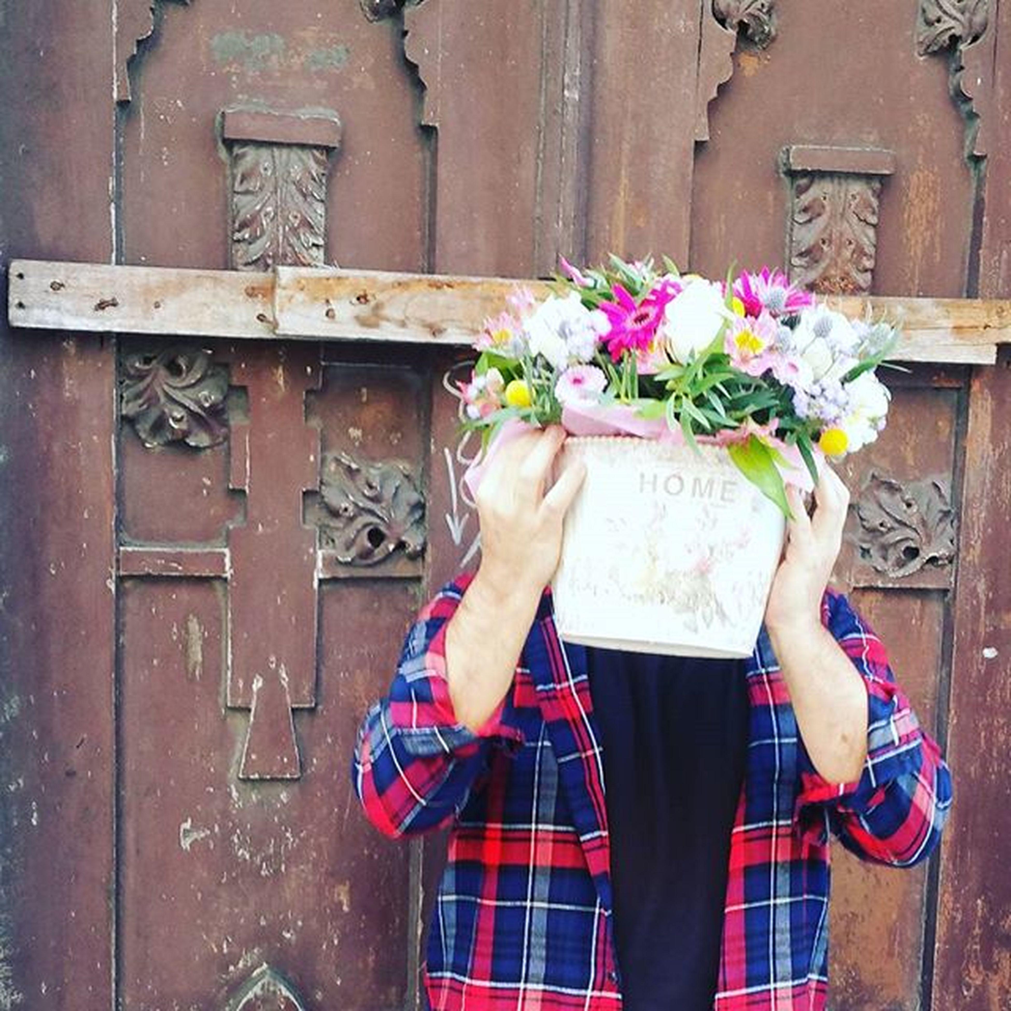 Domingo de reparto. Alegrandolosdomingos Domingo Flowersunday Sunday Vigo SPAIN Galifornia Instavigo Man Florist Flowers Fleurs Fiori Blumen Alea Delivery Deliveryflowers