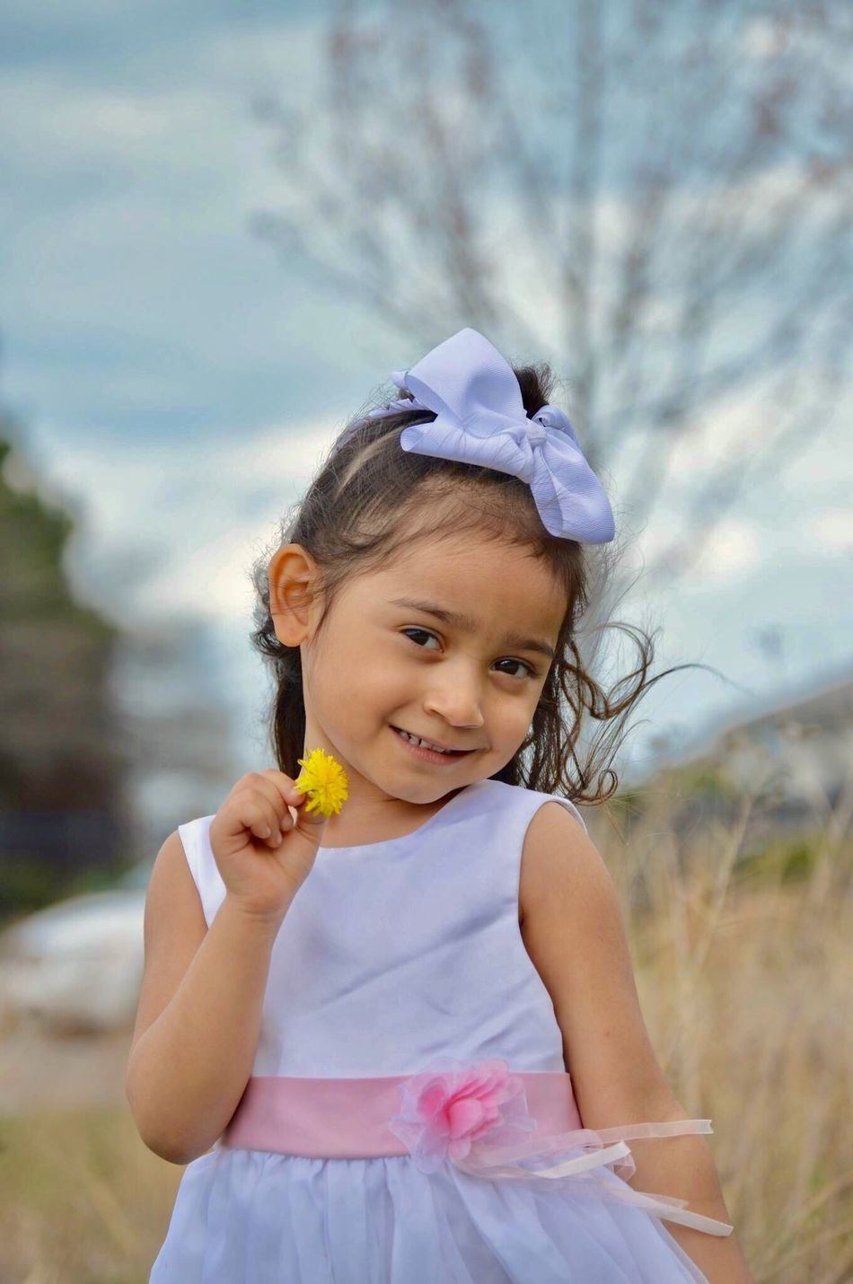 Childhood Cute Looking At Camera Innocence Portrait Smiling Front View Girls Outdoors Happiness Flower Day Dress One Girl Only Easter April Fouryearsold 2017 📷