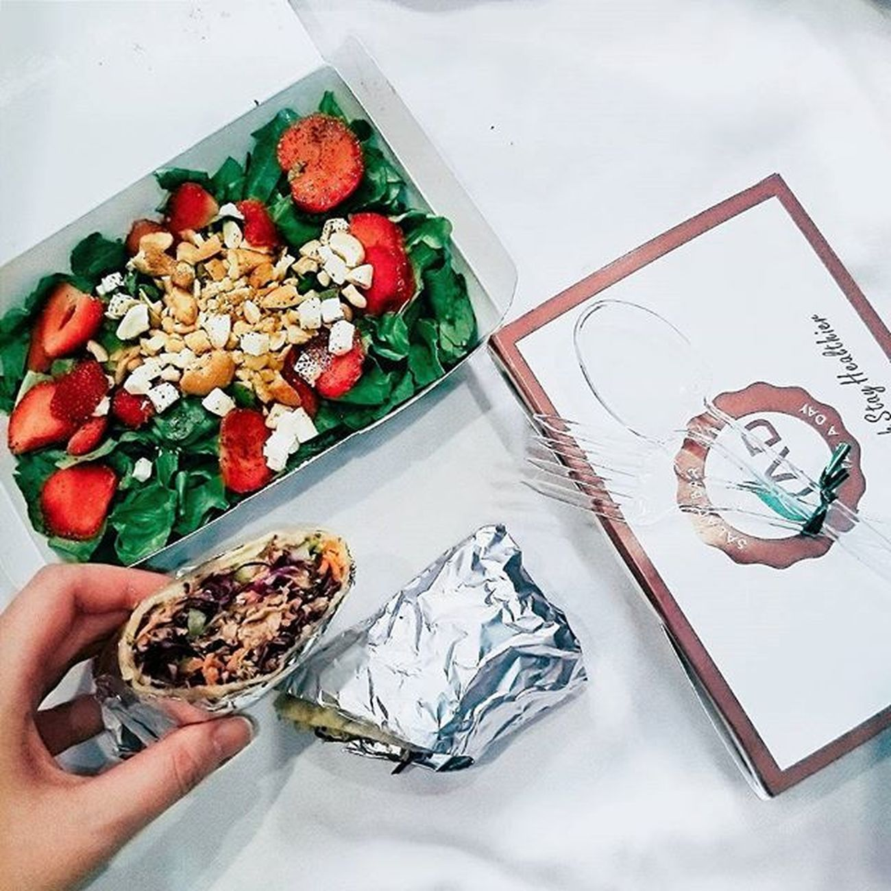 Ước gì ăn mãi mà không béo 🐷 . . . Susfoodtrip Healthyfood Strawberry Salad Tuna Wrap Vegetables Vscocam VSCO Dailypic Instadaily Instafood Foodstagram Instalike Vscofood Instahealth Foodlife Foodstyle FoodADDICT Foodie Diet Fresh Healthyeating Healthylife Healthy like4like likeforlike photooftheday handinframe