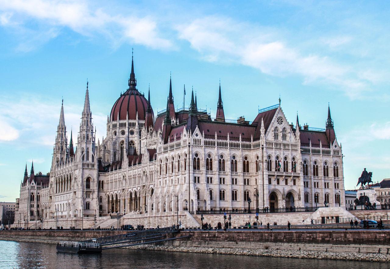 Architecture Building Exterior City Government Parlament Budapest Budapeste Hungary Hungria Gold Sky Tourism Travel Travel Destinations
