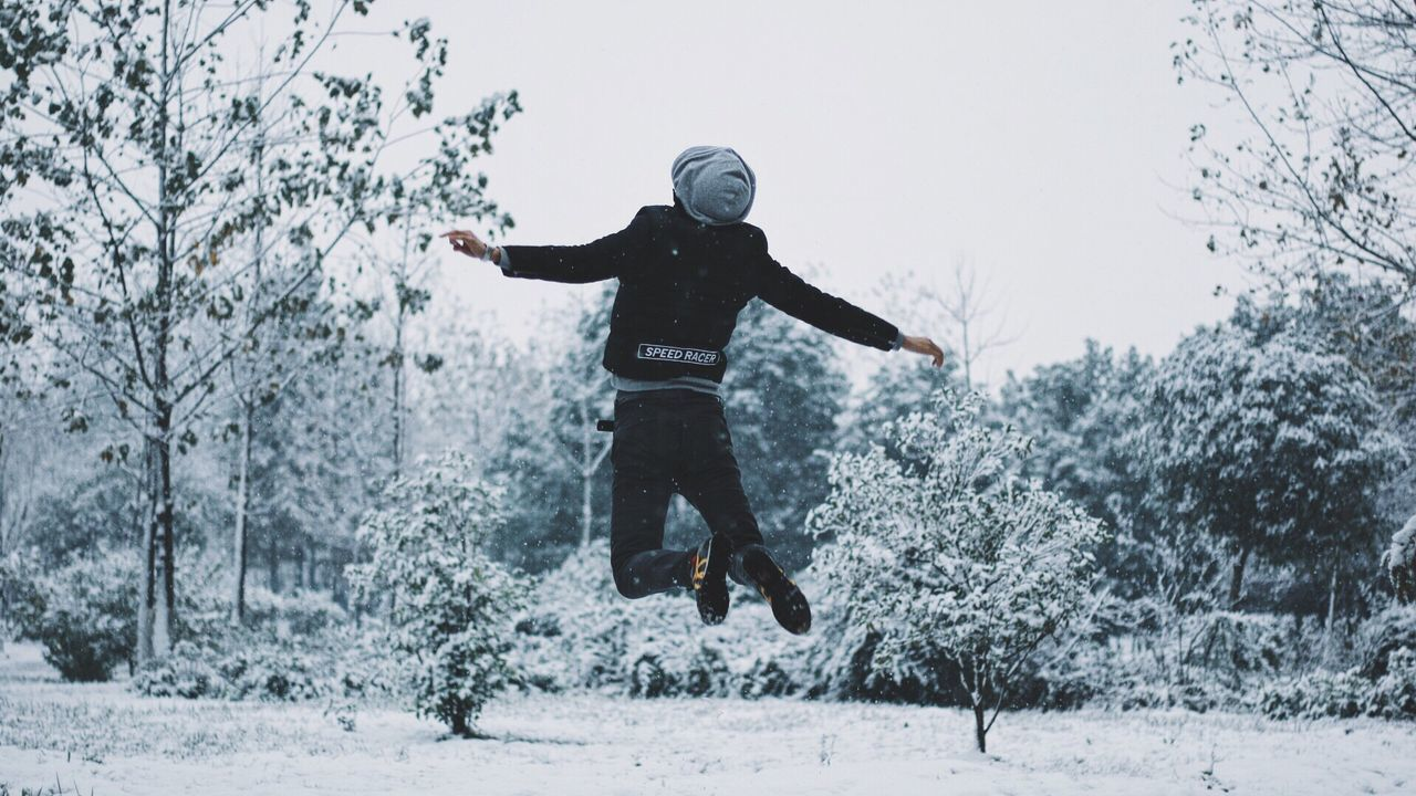 Beautiful stock photos of schule, winter, snow, jumping, leisure activity
