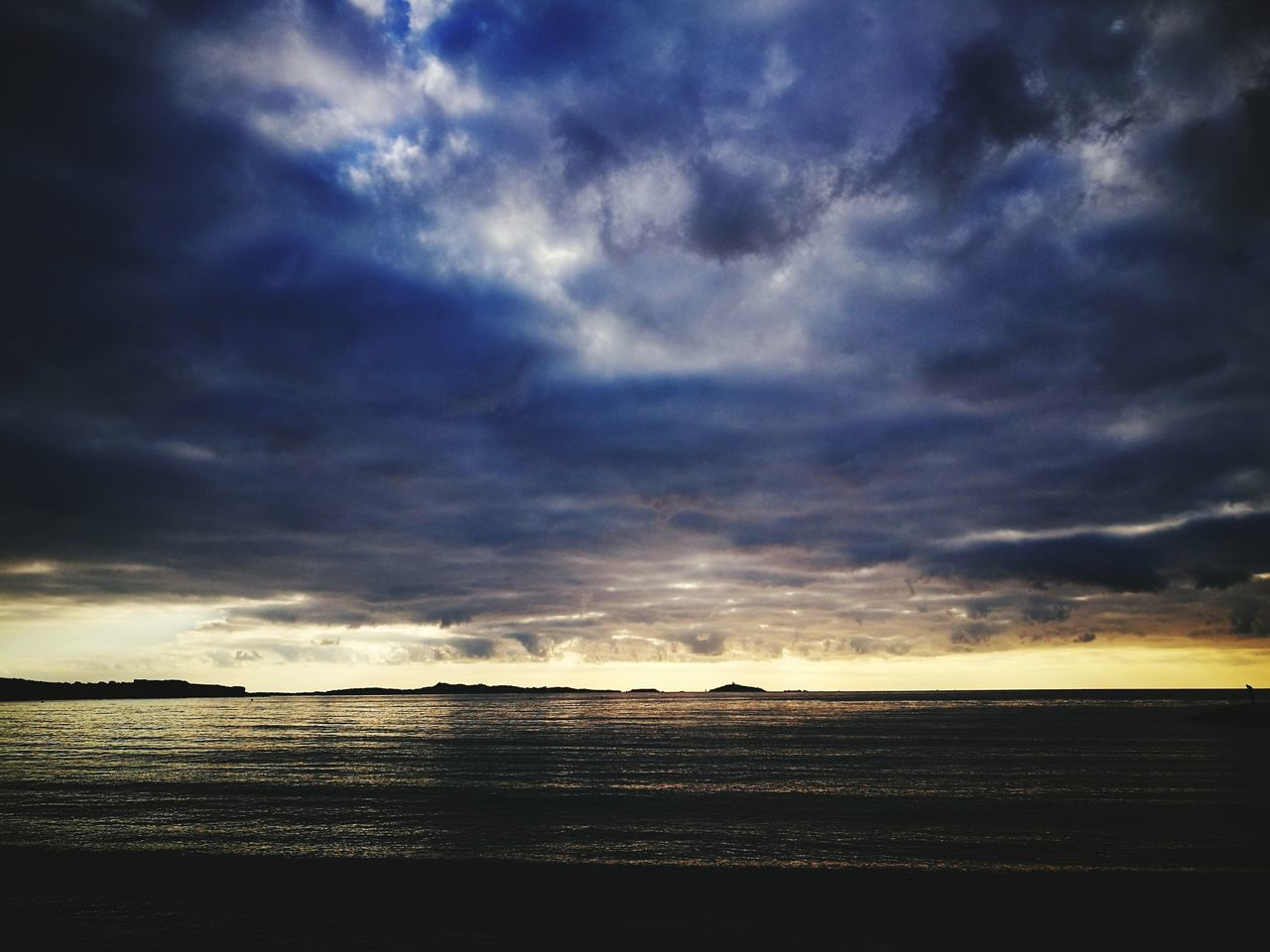Sea Beach Sky Outdoors Beauty In Nature Light Of The Sun Horizon Over Water Winter Blue Reflection Cloud Formations Surnatural Ireel