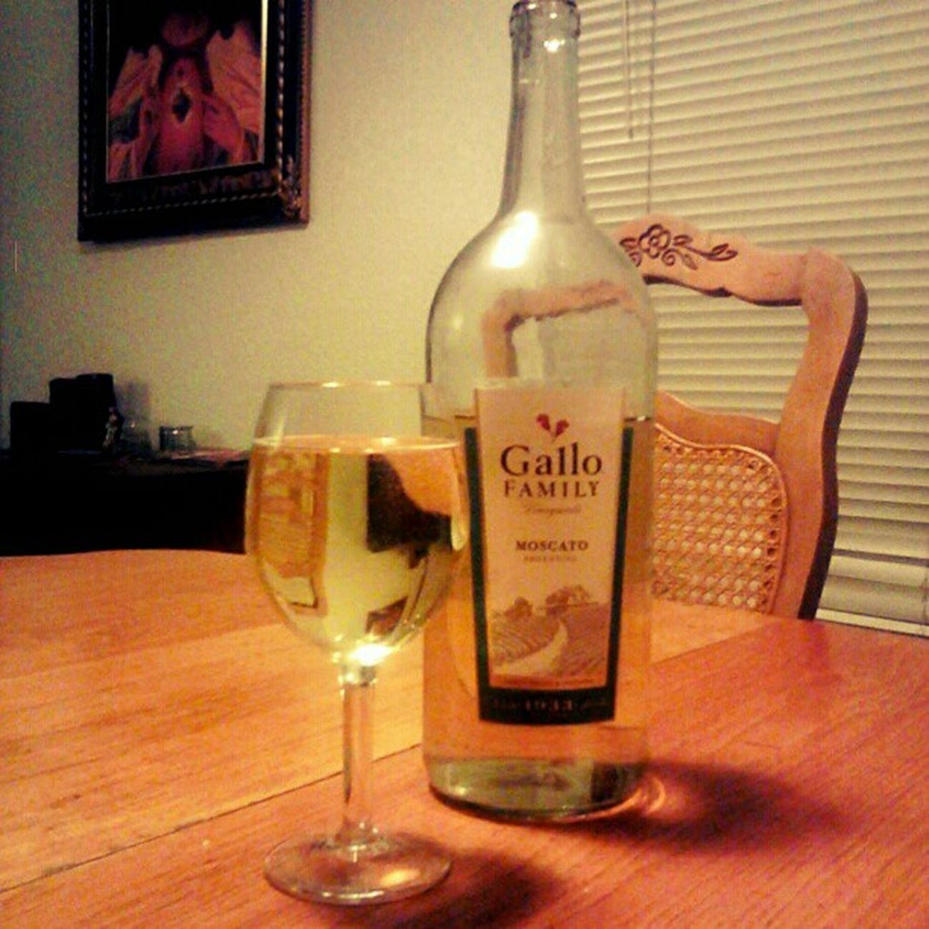 I'm enjoying a #yummy glass of #moscato <3 Yummy Wine Wino Moscato Winelovers  Winesnob Winogram Gallovinyards Gallowine Moscatoargentina