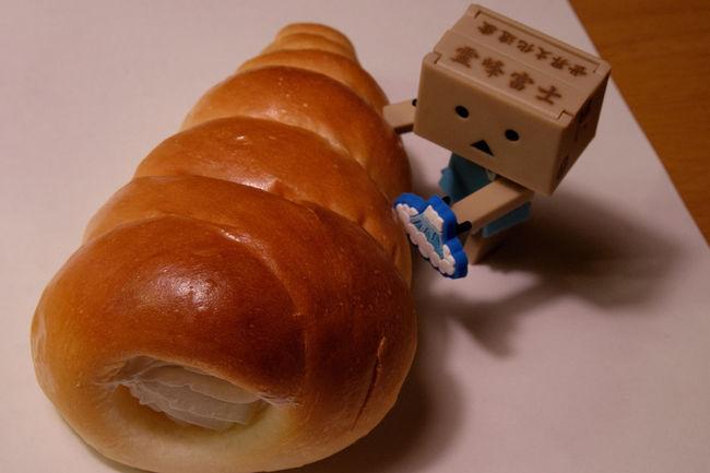 クリームコロネと富士山ダンボー Bread Brown Cornet Danbo Danboard Food Foodporn Fujifilm Fujifilm X-E2 Fujifilm_xseries Japan Japan Photography クリームコロネ コロネ ダンボー ばん 日本 菓子パン