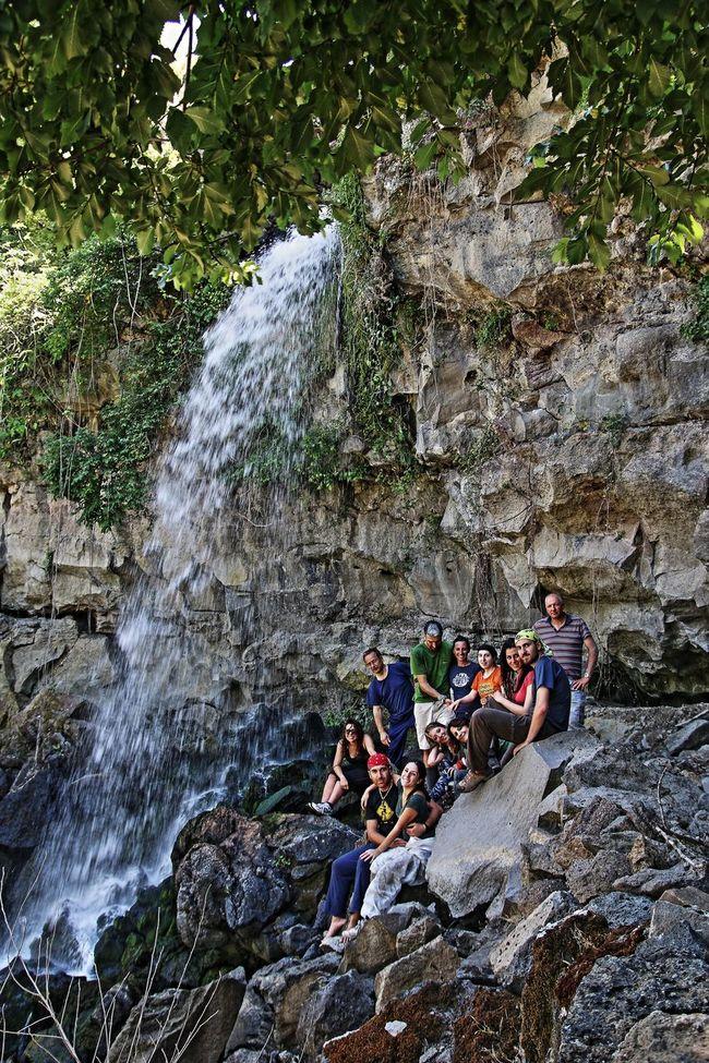 allegra brigata Escursione Flowing Water Gruppo Leisure Activity Motion Person Persone Reali Rock Rock Formation Stream Water Waterfall