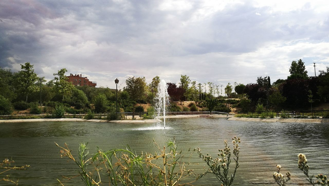 Taking Photos Hanging Out Check This Out Empty Places Summercolors Trees Flowers Water Water Reflections Waterdrops Fountain Park City Nature Relax Chill Mode Chillout Cloudporn Cloudy Day Huaweiphotography HuaweiP9 Leica Madrid Spain_greatshots Summeredit