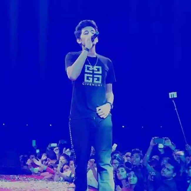 Gabbu At Bhilai Concert 22march2015 Herock Awesomecrowd Spreadlove ...💙💙💙💙@darshanravaldz @chinmayroydz @freedomdsharma