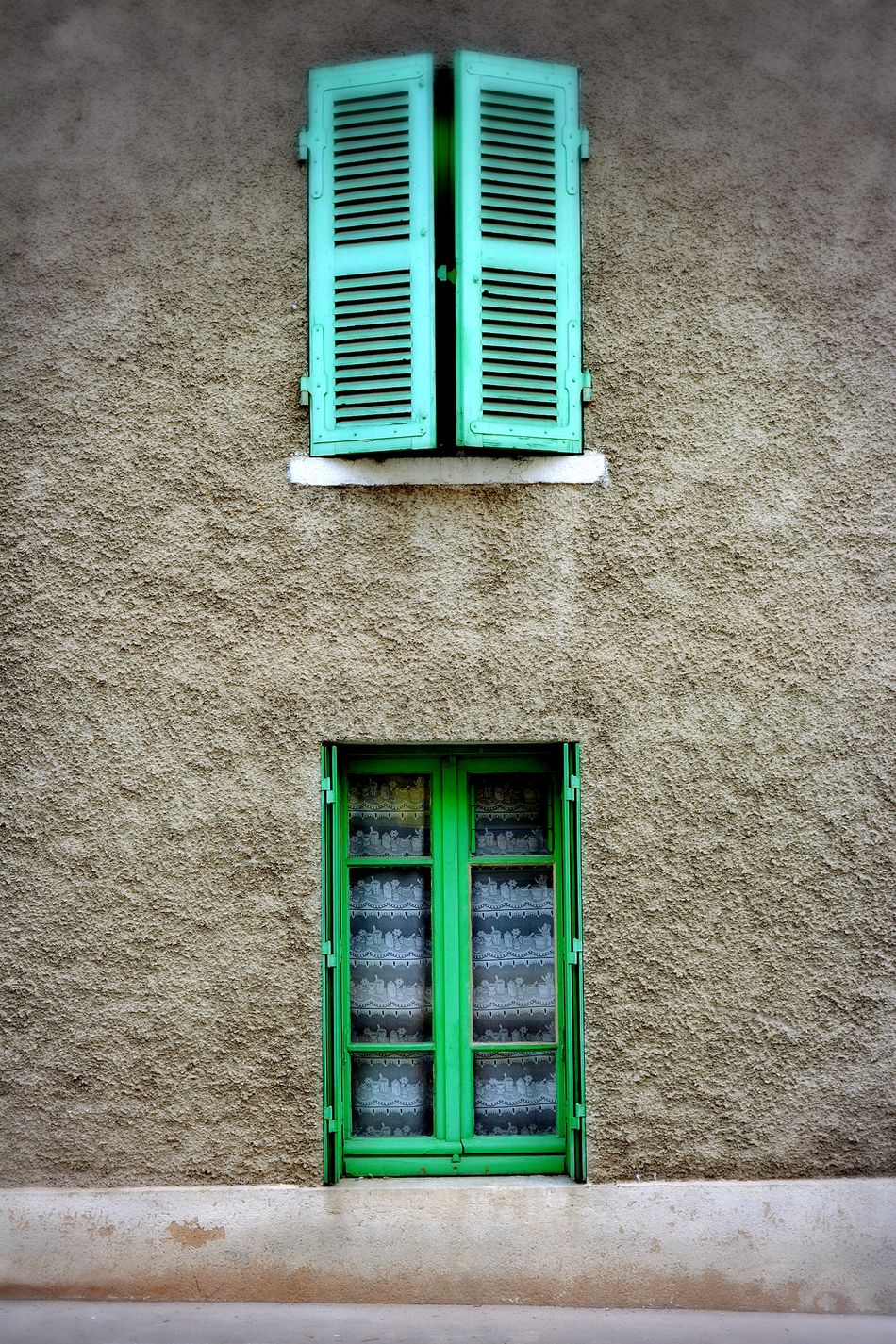 à Reyrieux Lyon The City Light City Window Windows Green Blue High Contrast Coloring Colors Winter Flap Flaps Shutter Shutters Architecture Outdoors No People Day 17yo 18-55mm D5200 D5200nikon Healthy