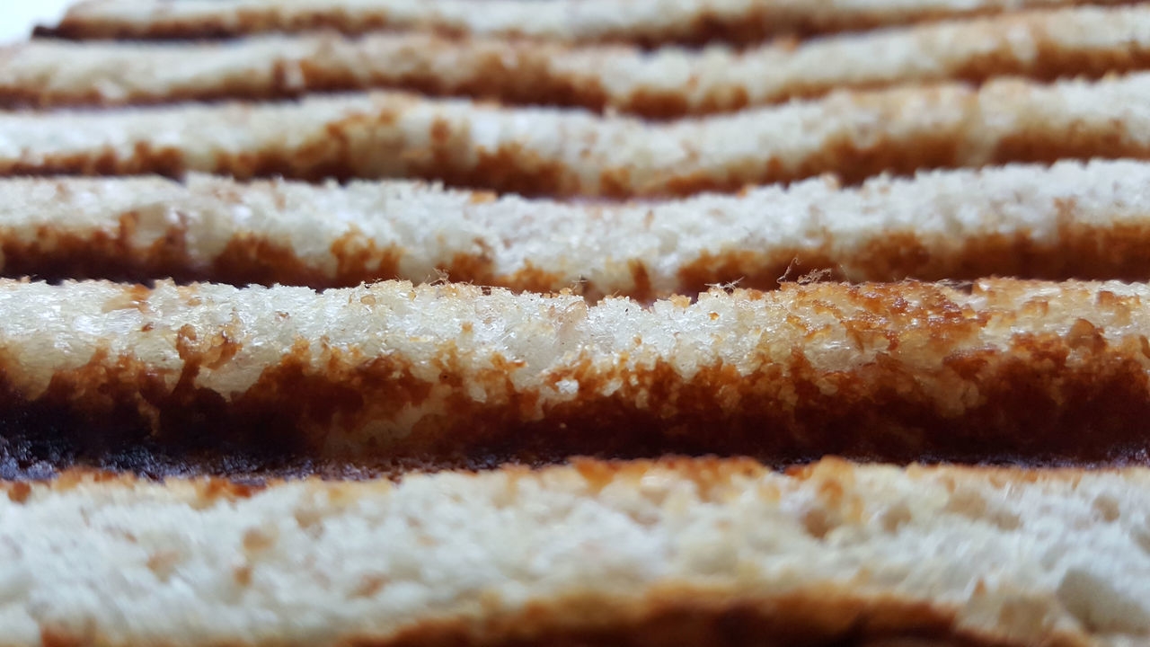 Close-up Food Food And Drink Ready-to-eat Ridges And Furrows Rippled Toasted Bread
