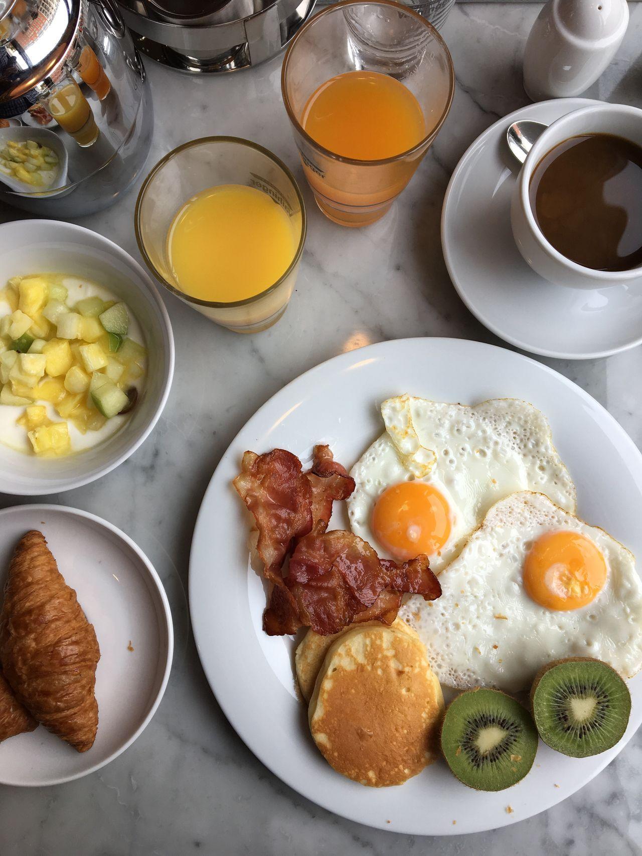 Guten Morgen & schöne Grüße aus Berlin. Diggin' the Breakfast Buffet here at Titanic.