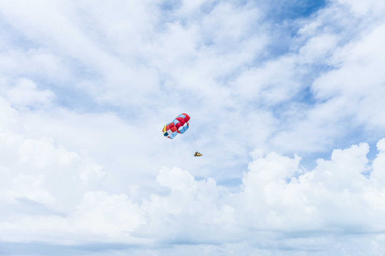 Parasailing in Cancun Adrenaline Cancun Caribbean Cloud Cloud - Sky Cloudy Exciting Fly Flying Flying High Joy Leisure Activity Outdoors Parakiting Parasail Parasailing Parascending Recreational  Recreational Outdoor Sky Summer Tranquility Vacations Water Activities