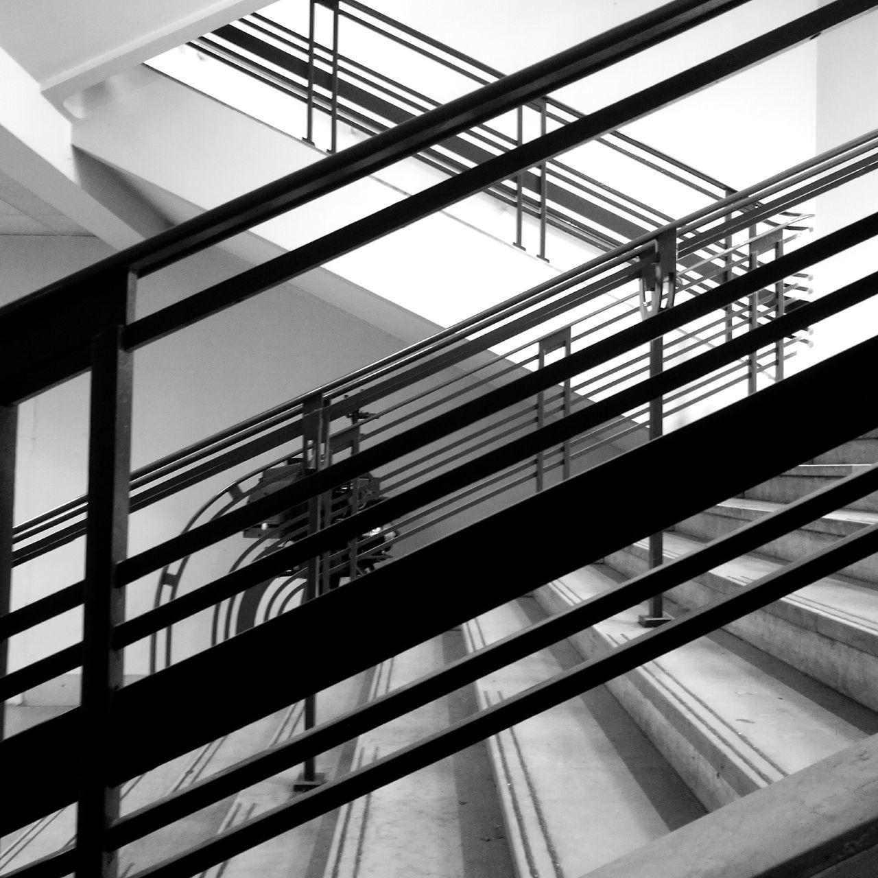 Architecture No People Indoors  Black And White Silhouette Noir Et Blanc Blackandwhite Photography Entre Ombre Et Lumiere Textures And Surfaces Monochrome Photography Old Eyemphotography Ambiance Steps