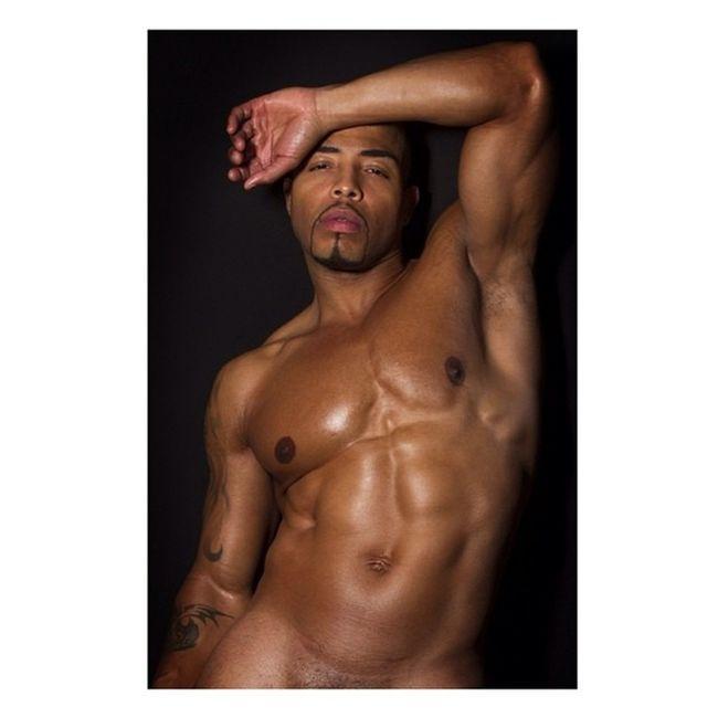 Deewhitt Roycebugarinphotography Malemodel  Male model nude nudemodel modeling body muscle hot sexyness @roycebugarin. Had to crop this one ?