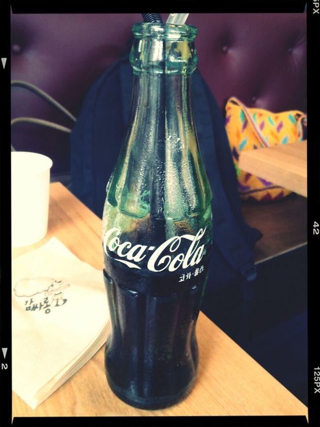 Delicious Coca-cola 이걸 마셔도 콜라병 몸매가 되진 않겠지만...