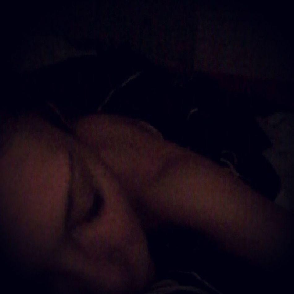 Goedemorgen... ziek op bed... Fml Feelingill Headache Sleep