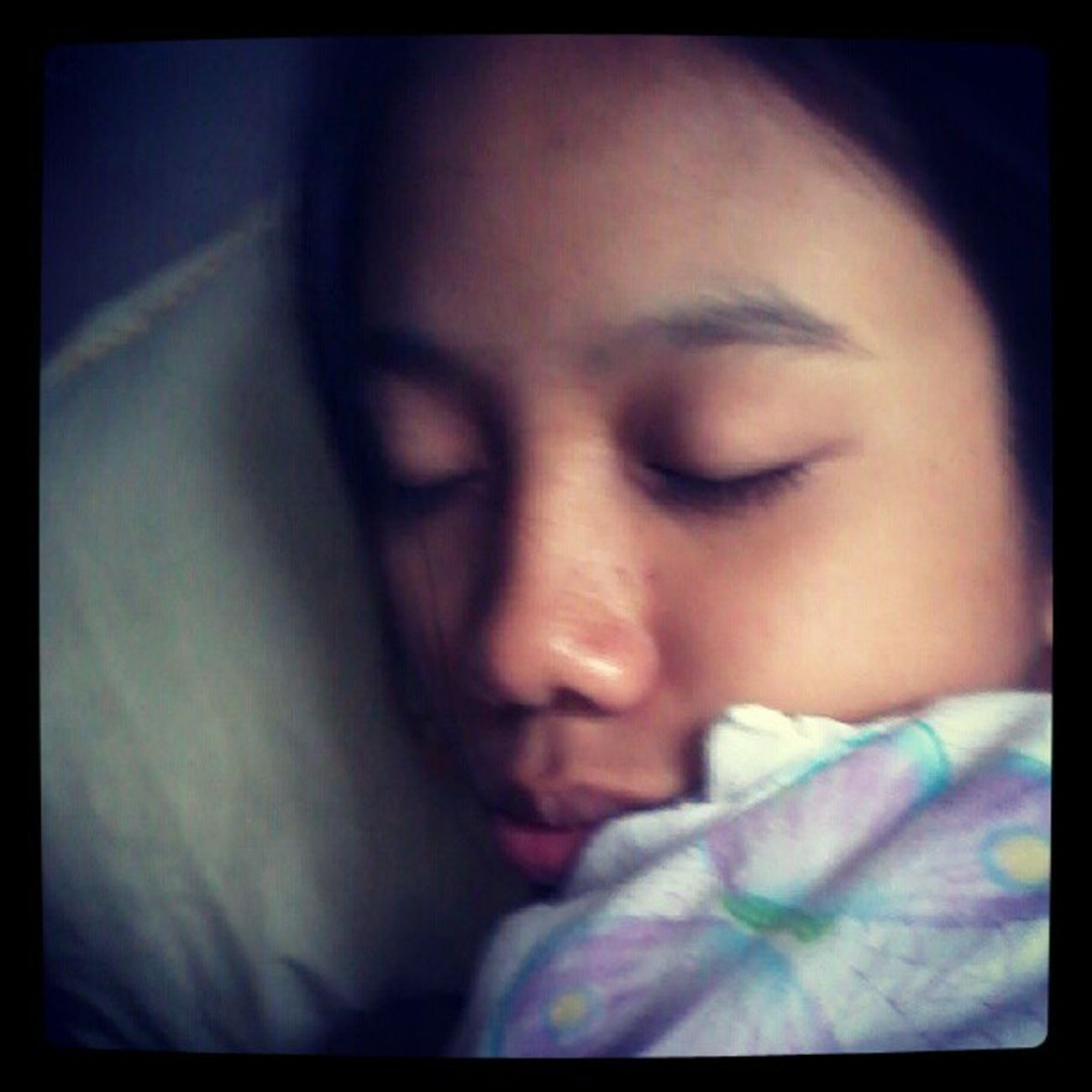 Knocked out. Ivan , Salamat kau sa panghilabot sakong phone ha? :3 Tiredstudying