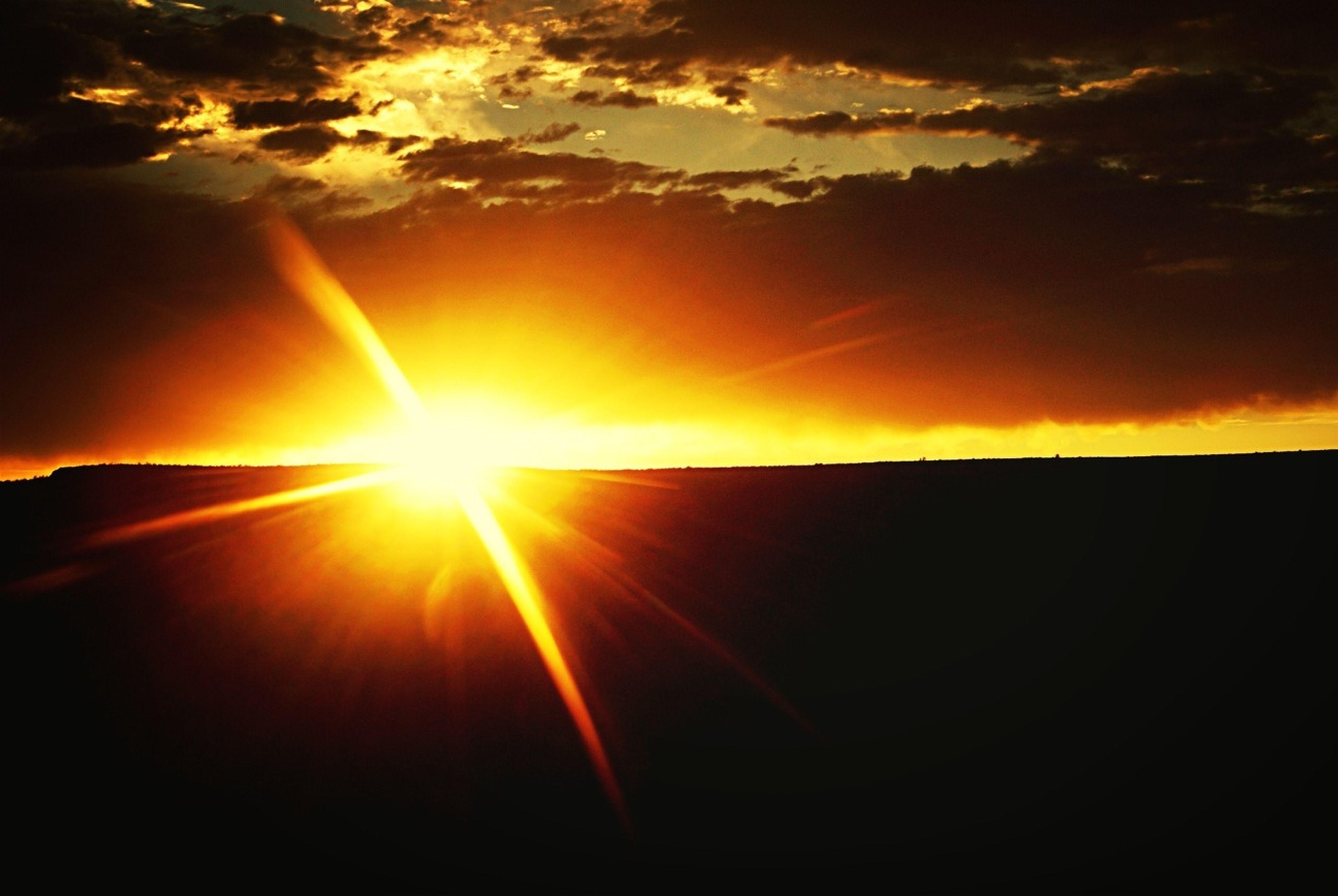sunset, sun, orange color, scenics, beauty in nature, sky, tranquil scene, tranquility, sunbeam, sunlight, idyllic, silhouette, nature, cloud - sky, lens flare, majestic, dramatic sky, cloud, outdoors, back lit