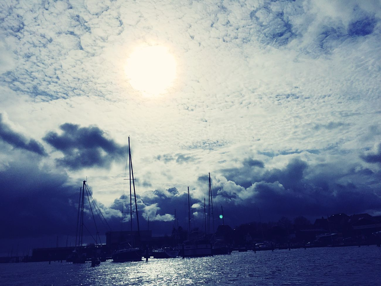 Sun Is hiding behind the clouds! Sunshine ☀ Wasser Beauty In Nature Sky Ships⚓️⛵️🚢 Ship Water Big Clouds No People