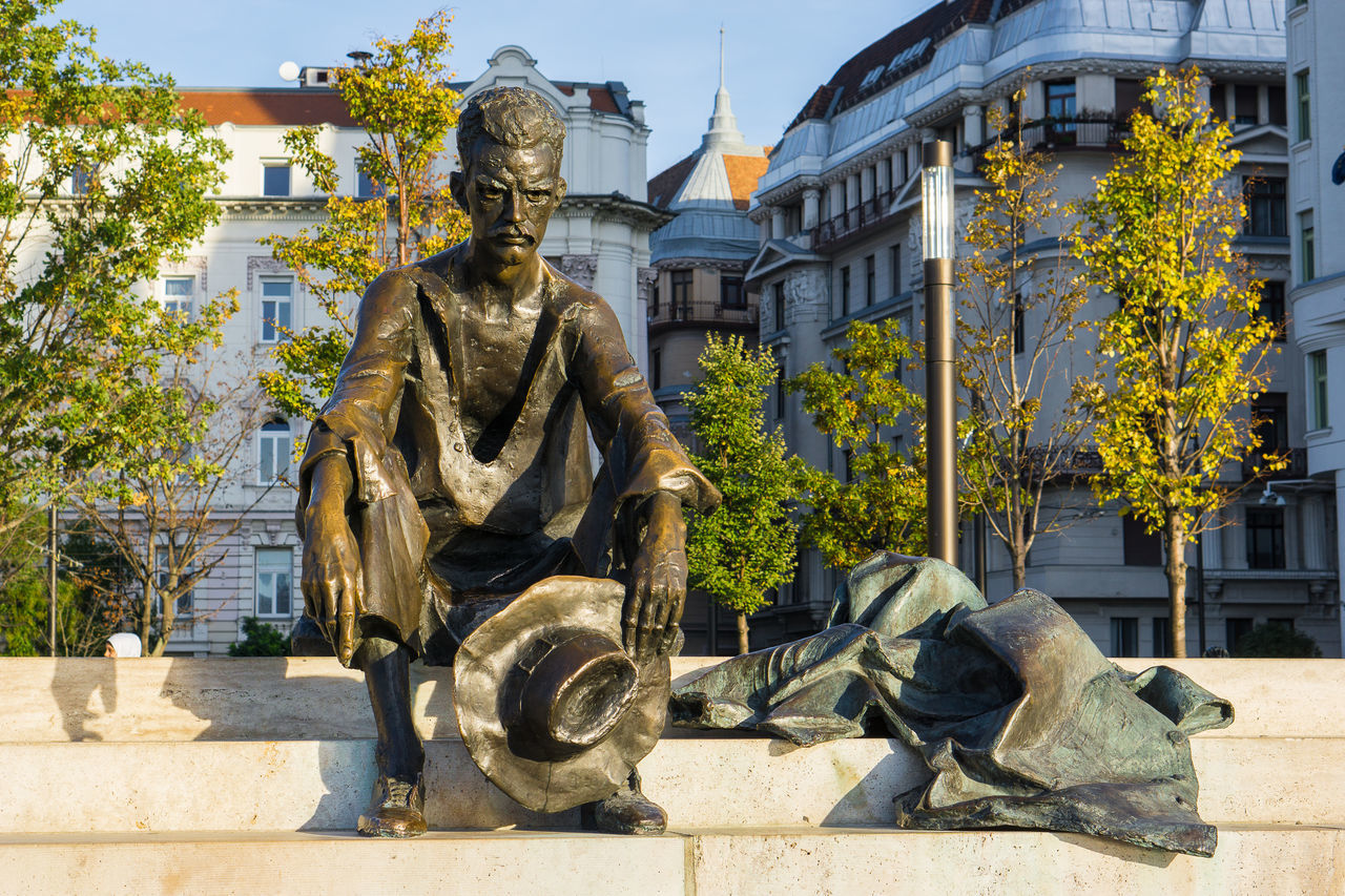 Beautiful stock photos of budapest, statue, sculpture, male likeness, building exterior
