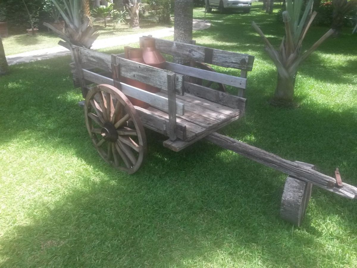 A woden cart :3 Wood Nature Trees Grass Photography Architecture Invention Device Lifestyles Photooftheday Goodsaturday :)
