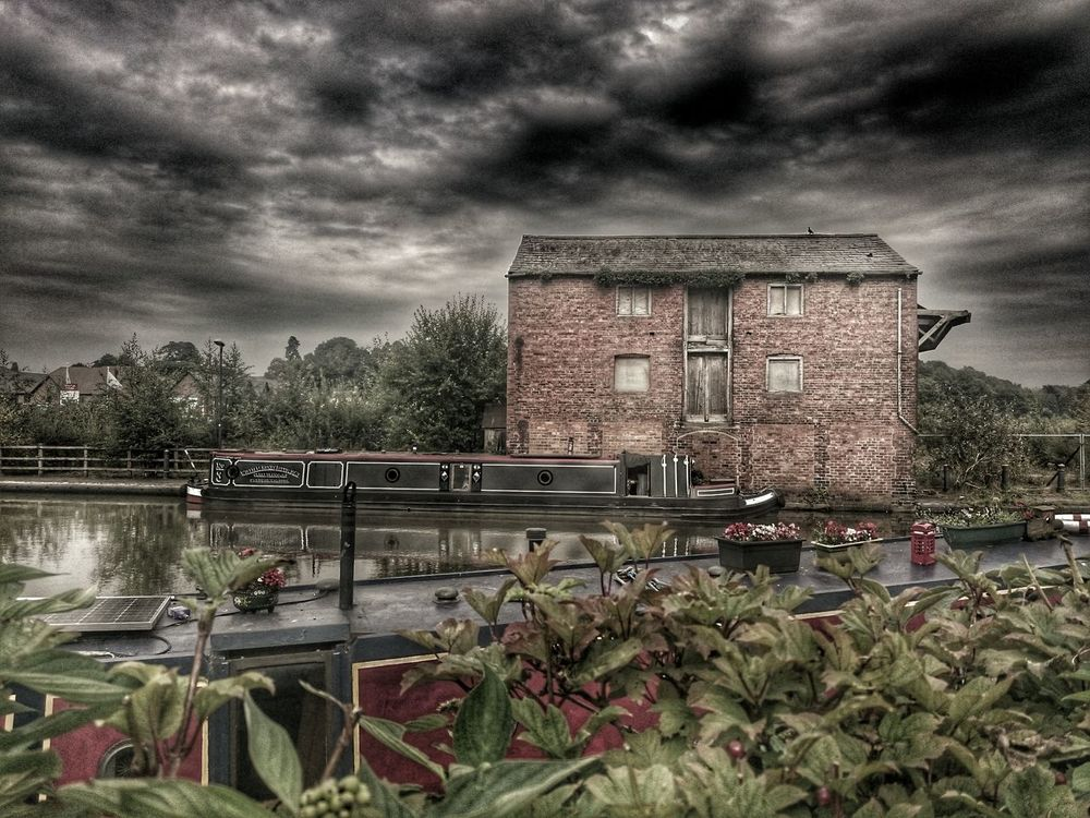 Cloud - Sky Architecture Built Structure Building Exterior Cloudy Plant Sky History Canal Boat Canals Canals And Waterways Canal Life CanalSide Old Buildings Rule Canal Barge By The Waterside Cloud Taking Photos Overcast But Beautiful Skylover Reflection_collection Overcast Sky Overcast
