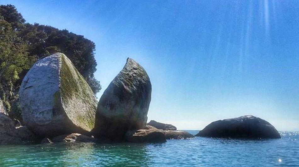 The Splitapple Splitapplerock Kaiteriteri Nzmustdo Destinationnz Newzealand Kayak Seashuttle 여행 여행스타그램 여행에미치다 Travel Travelgram Travelholic