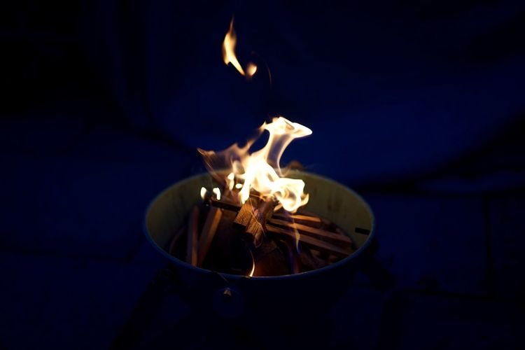 Hanging Out Summer Evening Firepit Feuerschale Flames Summer Vibes Barbecue Nightlights The Great Outdoors - 2015 EyeEm Awards