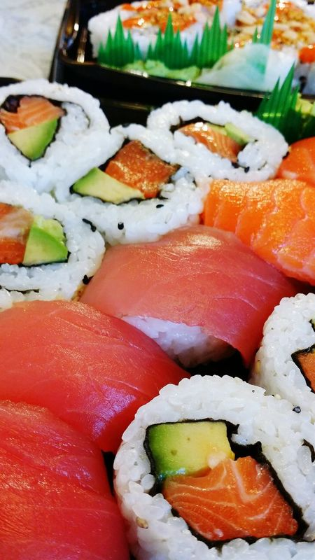 Sushi Maki Japanese Food Japanese  Salmon Sushi Tuna Sushi Sushi To Go Fast Sushi Food Foodie Food Porn Foodphotography Lunch Raw Food 스시 일식 음식 점심 먹사