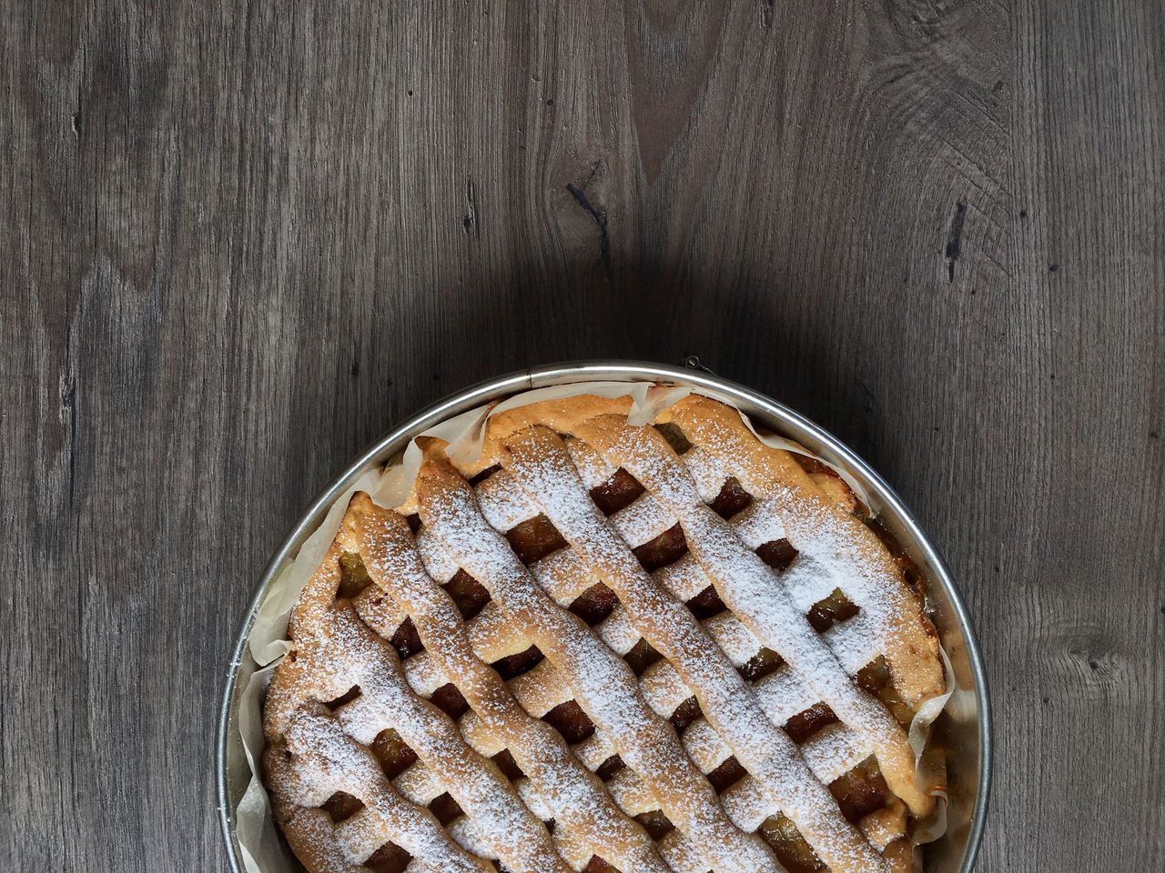 Apple pie Sweet Food Food Baked Food And Drink Indoors  No People Wood - Material Cake Dessert Directly Above Freshness Tart - Dessert Ready-to-eat Sweet Pie Apple Pie Close-up Day Baking Pan High Angle View Dessert Table