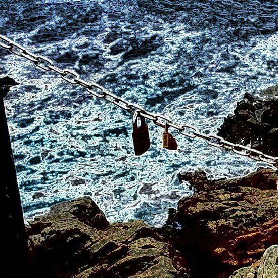 Encadenats al mar!!! Lloretdemar Inscostabrava Catalunyaexperiencie Igersgirona igerscatalonia roques